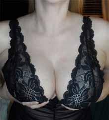 Bereit die prallen Brüste auszupacken